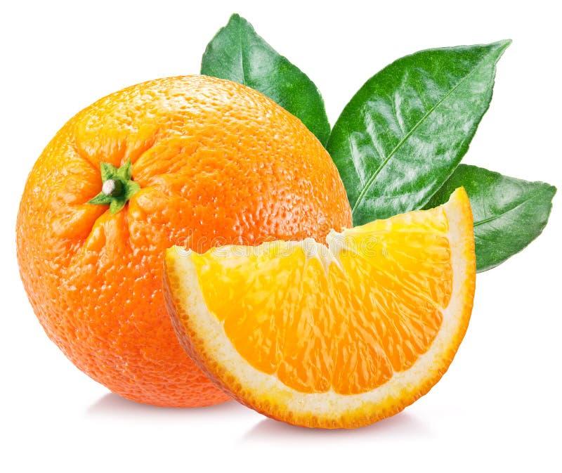 Апельсин с листьями над белизной стоковые фото