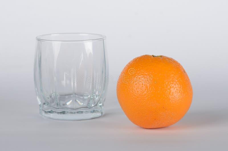Апельсин с пустым стеклом стоковые фото