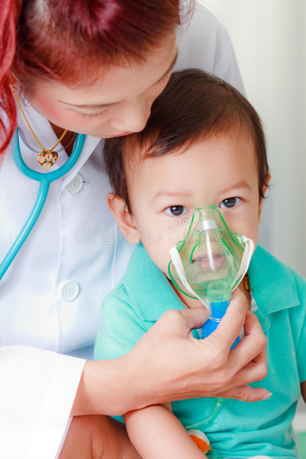 аппаратура младенца медицинская стоковое фото