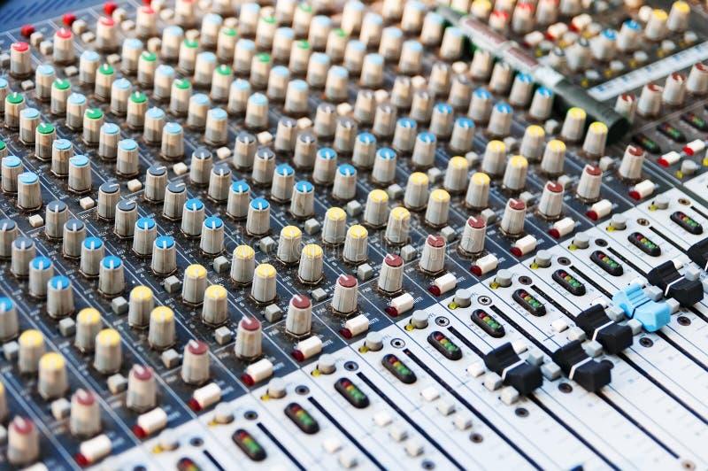 Аппаратура регулирования ядрового смесителя Ядровый выравниватель Оборудование студии Profesional для ядровый смешивать Звук Prof стоковое изображение