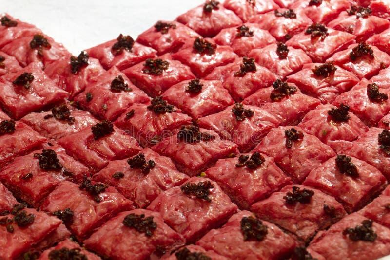 Арабская бахлава Традиционный арабский десерт на рынке стоковое фото rf