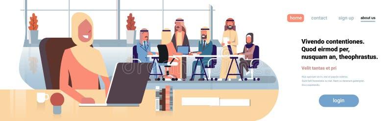 Арабская коммерсантка используя рабочее место ноутбука над бизнесменами группы встречи метода мозгового штурма команды арабскими  иллюстрация штока