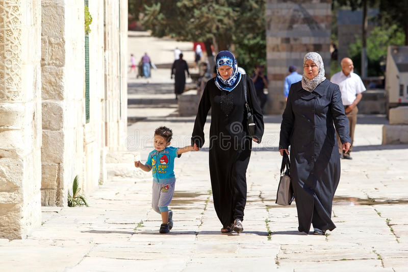 Арабские женщины и ребенок стоковые фото