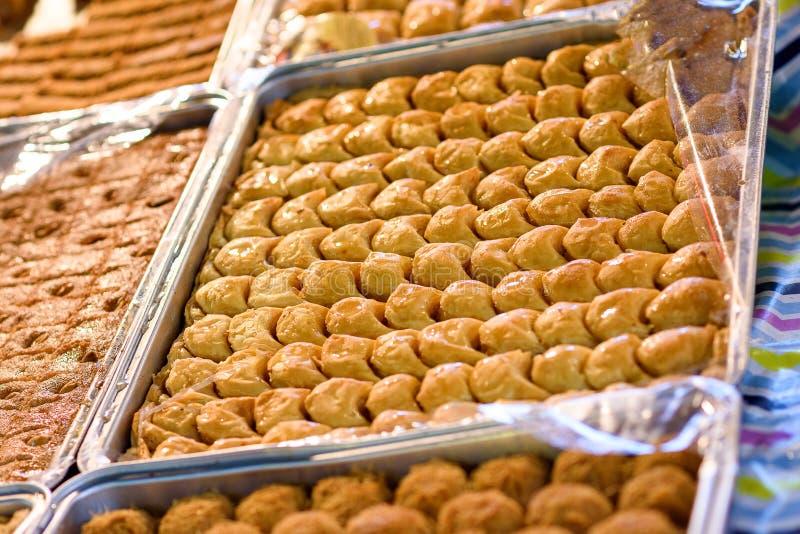 Арабские помадки в рынке стоковые фото