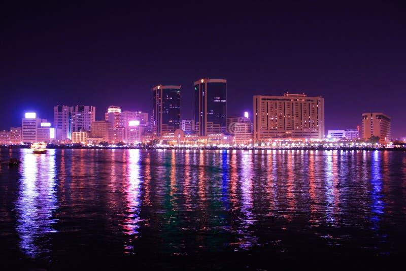 арабские соединенные эмираты Дубай заводи зданий стоковое изображение