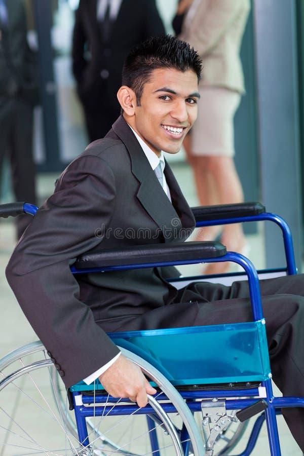 Арабский с ограниченными возможностями бизнесмен стоковые фото