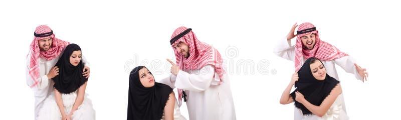 Арабский человек с его женой на белизне стоковое фото rf
