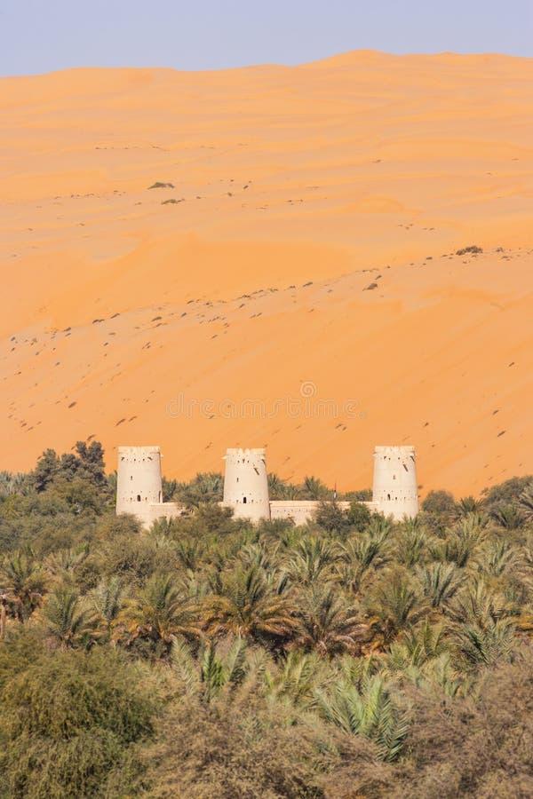 Аравийский форт в оазисе стоковое фото