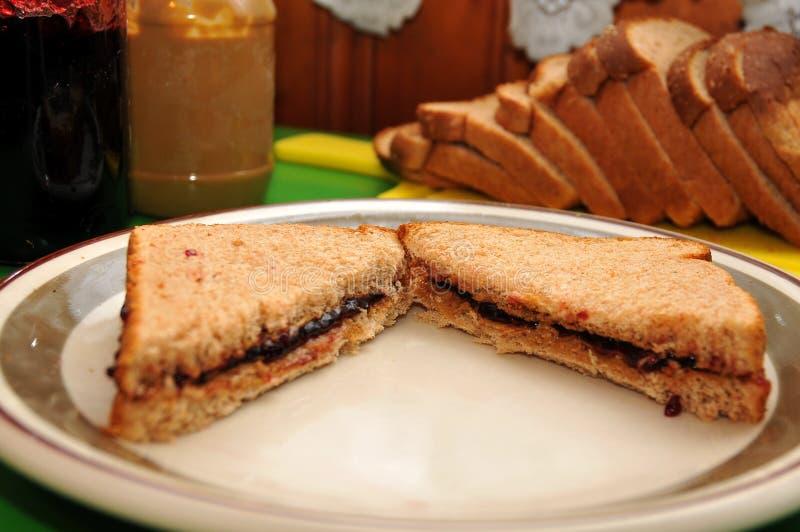 Арахисовое масло и сандвич студня стоковые фотографии rf
