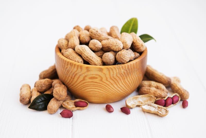 Арахисы в ореховой скорлупе стоковое фото rf