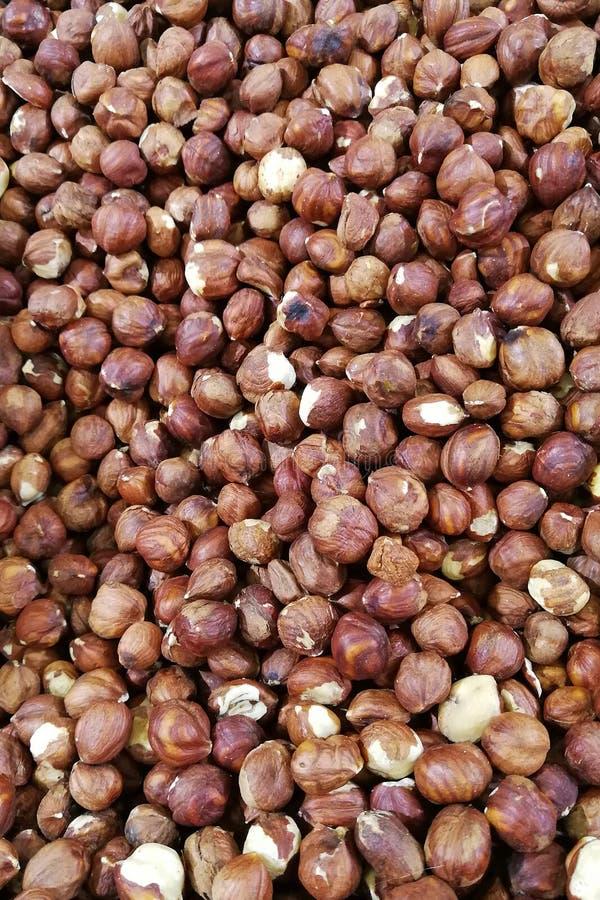 Арахисы зажаренные в духовке с солью на рынке стоковая фотография rf