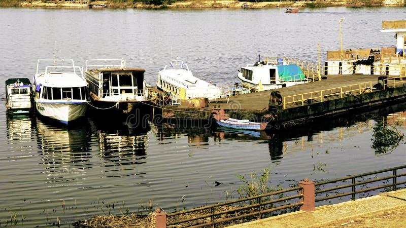 Аргентина и Парагвай, братья отделились рекой стоковые фотографии rf