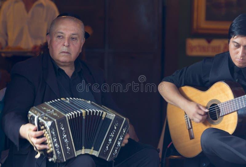 Аргентинские музыканты играя музыку в Ла Bocca в Буэносе-Айрес, стоковое изображение