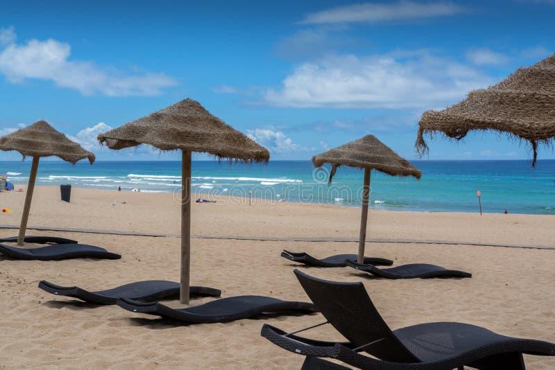 Ареальный пляж в Lourinha, Португалии стоковые фотографии rf