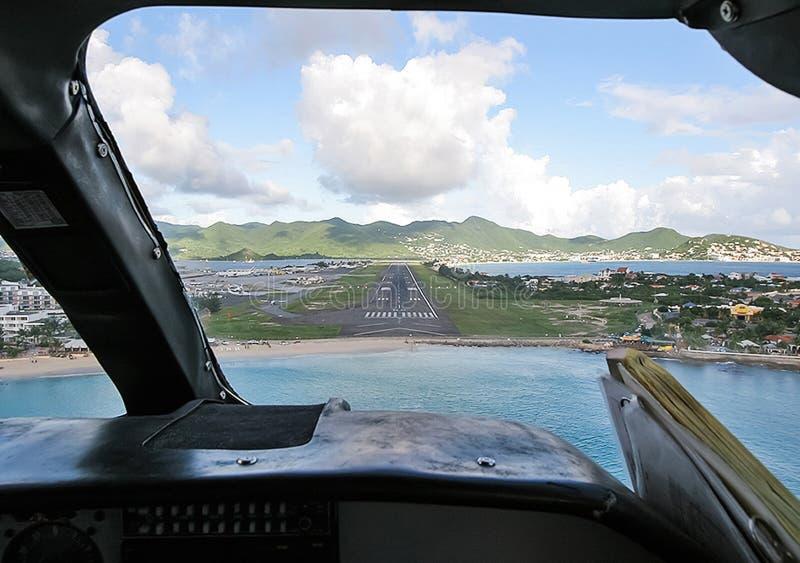 Арена пассажирского самолета Взгляд от арены во время стоковое фото