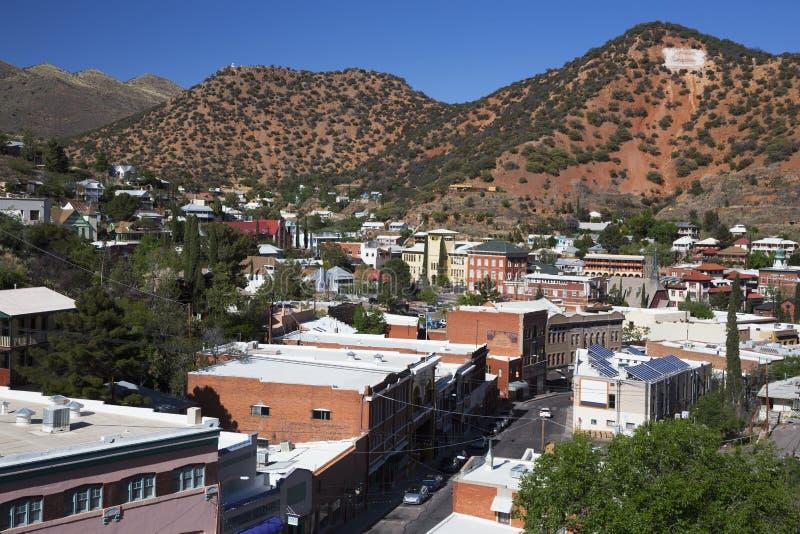 Аризона, Bisbee, США, 6-ое апреля 2015, обозревает медным повернутого городком городка искусств стоковое фото