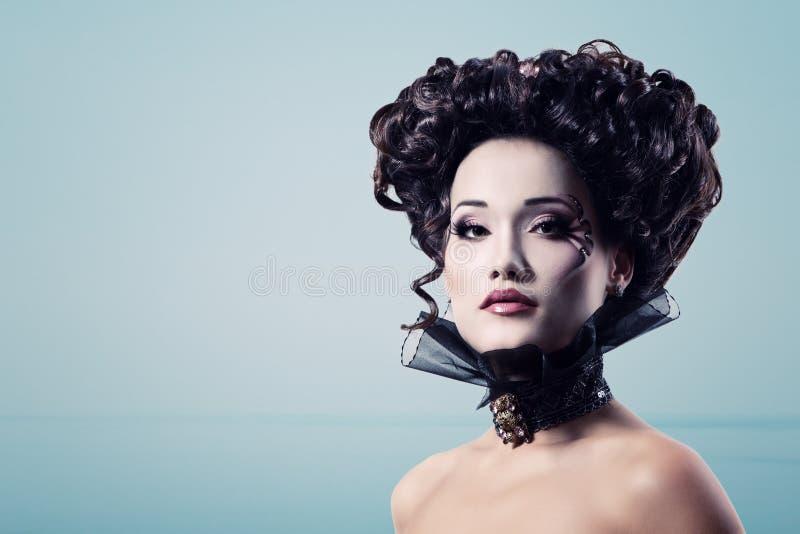 Аристократ барокк вампира хеллоуина женщины красивый стоковое фото rf