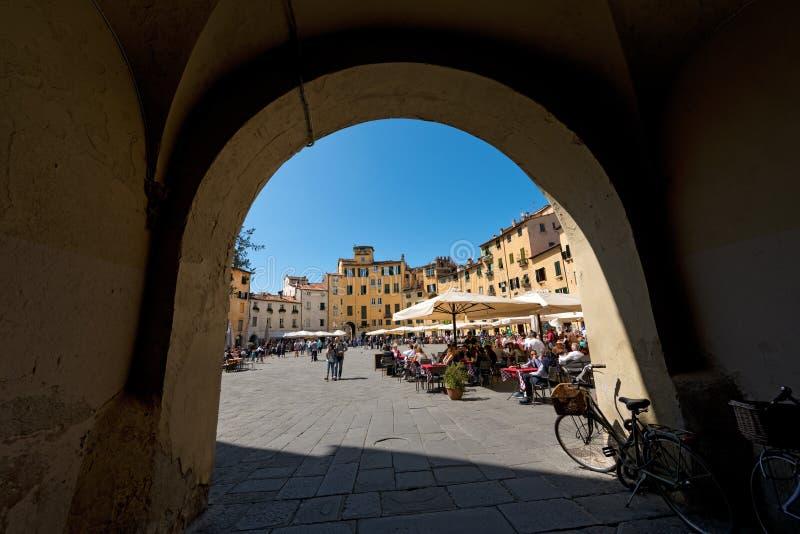 Аркада Anfiteatro в Лукке - Тоскане Италии стоковое изображение rf