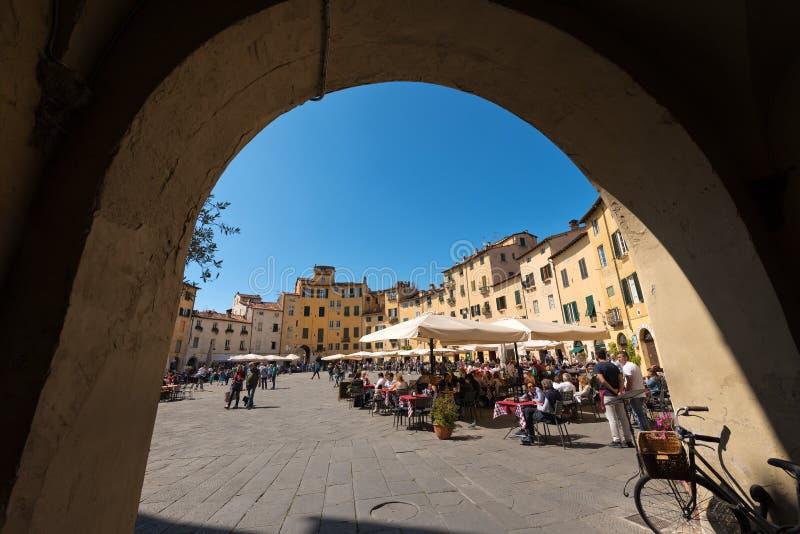 Аркада Anfiteatro в Лукке - Тоскане Италии стоковое фото