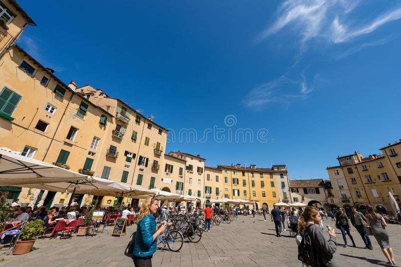 Аркада Anfiteatro - квадрат в Лукке Тоскане Италии стоковые фотографии rf