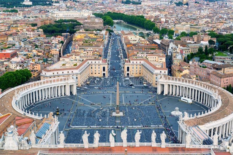 Аркада Сан Pietro в государстве Ватикан, Риме стоковое фото rf