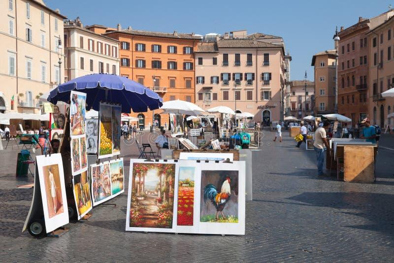 Аркада Navona, взгляд улицы с картинами для продажи стоковые изображения rf