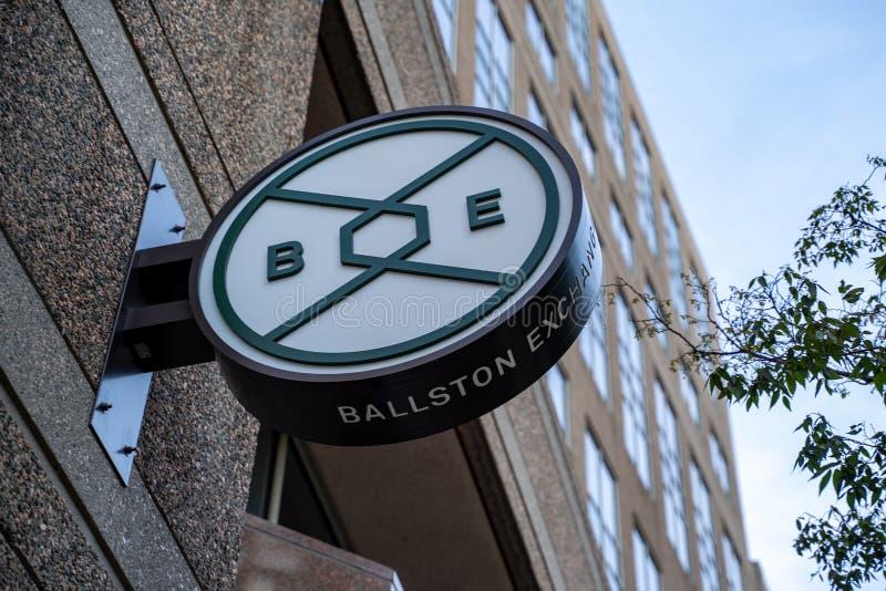 Арлингтон, Вирджиния:Подпишитесь на Ballston Exchange, сочетание офисных помещ стоковая фотография