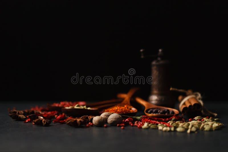 ароматичные специи смешивания стоковое фото rf