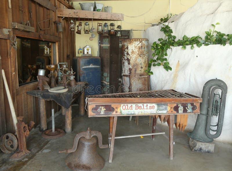 Артефакты на старом музее Белиза в городе Белиза стоковая фотография