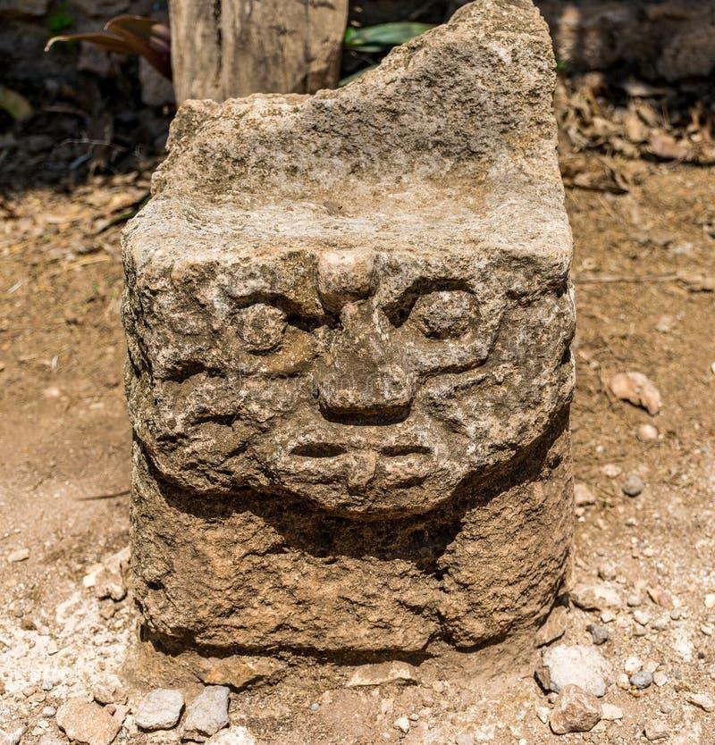 Артефакты, ратники, виски, и руины Ek Balam мексиканськие майяские стоковое фото