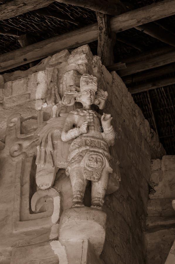 Артефакты, ратники, виски, и руины Ek Balam мексиканськие майяские стоковое изображение