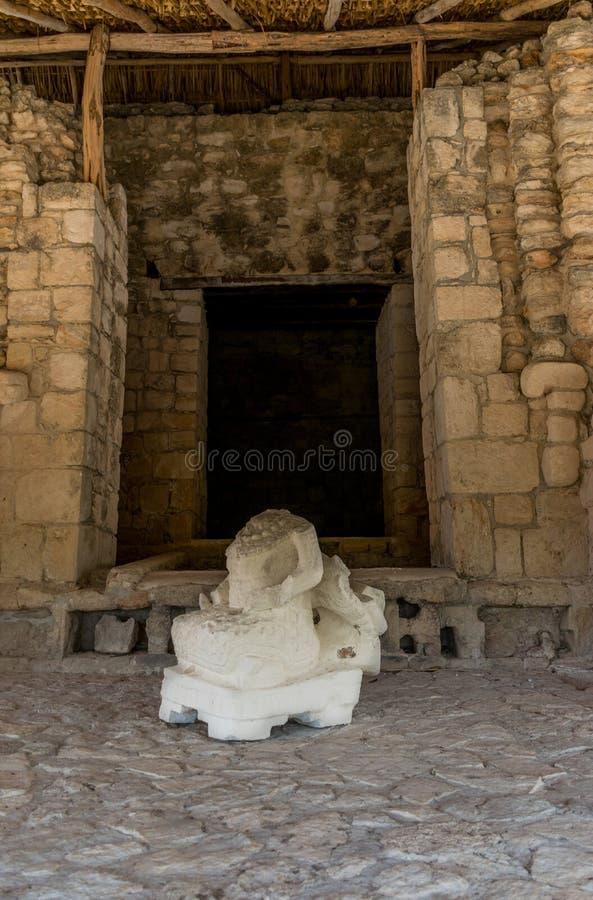 Артефакты, ратники, виски, и руины Ek Balam мексиканськие майяские стоковая фотография rf