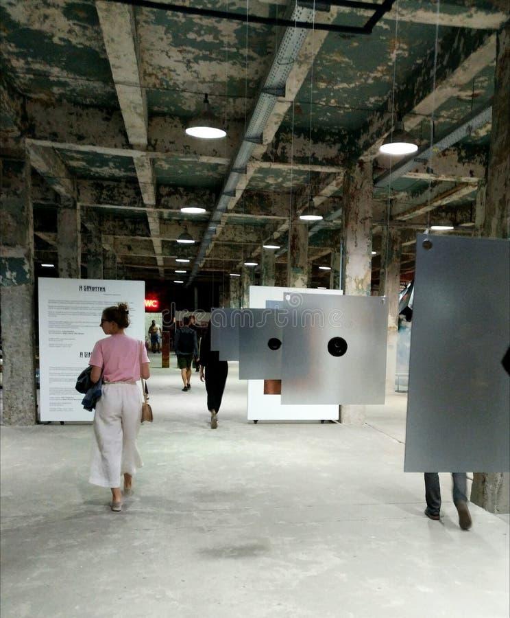 артикулированное люди Художественная галерея AkT Окончательное искусство выставки до полночи выставки стоковые изображения