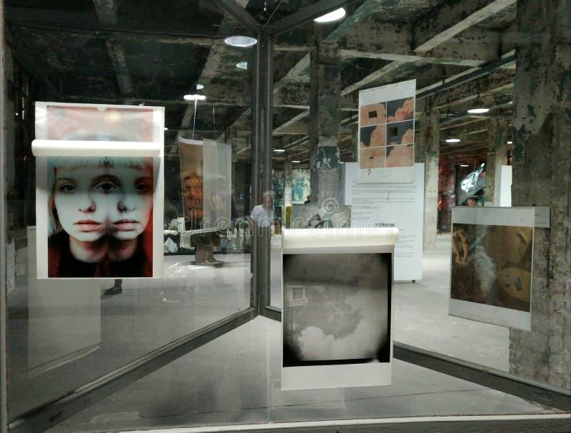 артикулированное люди Художественная галерея AkT Окончательное искусство выставки до полночи выставки стоковые изображения rf