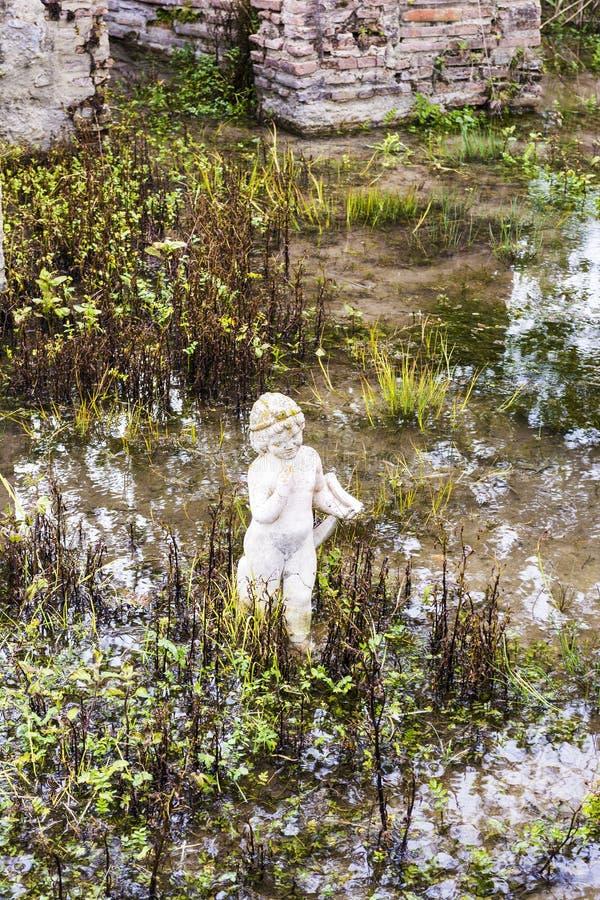 Архаическая статуя на старом месте Dion археологическом в Греции стоковые фотографии rf
