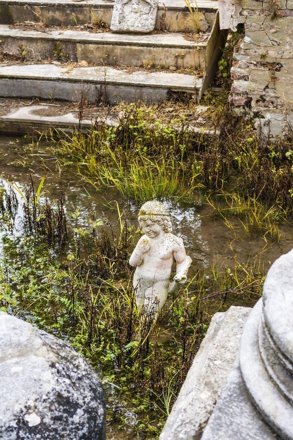 Архаическая статуя на старом месте Dion археологическом в Греции стоковые изображения rf