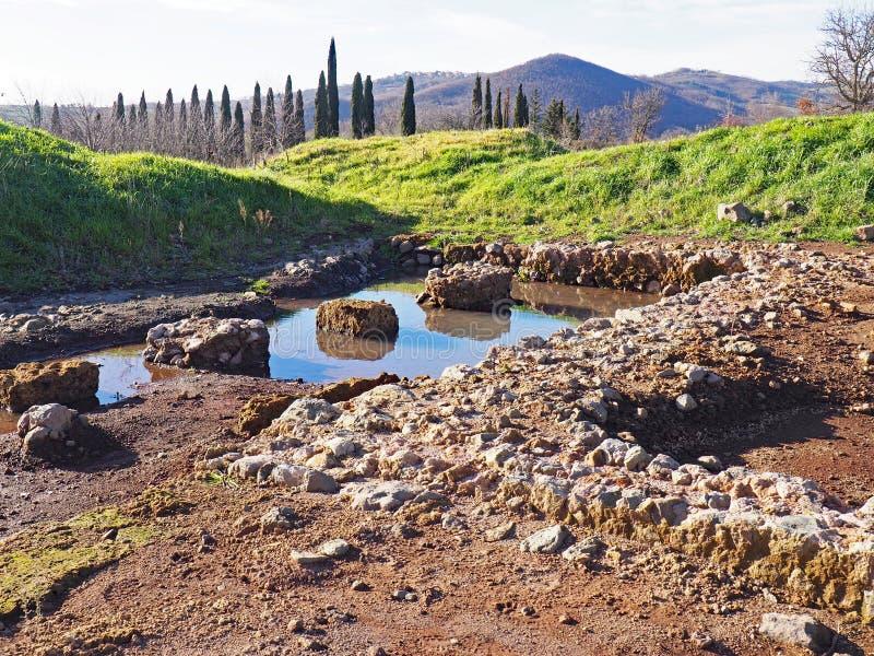 Археологические раскопки отличая руинами старинной виллы в Тоскане, Италии стоковое изображение