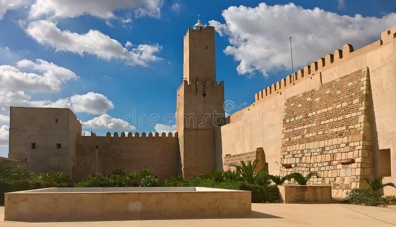 Археологический музей Sousse Старая арабская крепость в Тунисе Взгляд стены и башни from inside стоковые фотографии rf