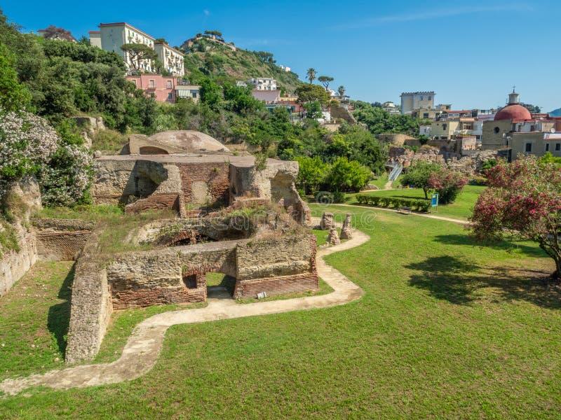 Археологический парк Baia, взгляда над современным Baia стоковые фотографии rf
