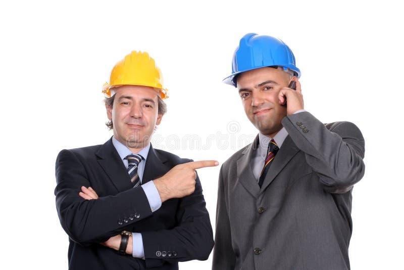 архитекторы обсуждая проект 2 инженеров стоковая фотография