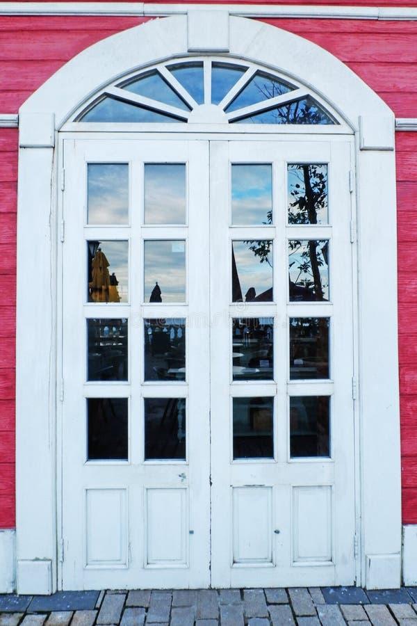 Архитектура винтажного дизайна стеклянного окна красивая для роскошного домашнего дизайна стоковое изображение