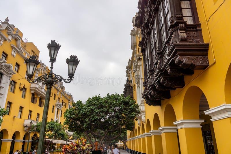 Архитектура вокруг площади Плаза Майор в центре Лимы, Перу стоковые фотографии rf