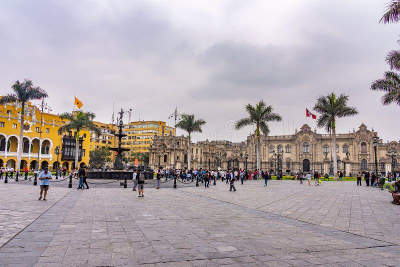 Архитектура вокруг площади Плаза Майор и Дворца Правительства в центре Лимы, Перу стоковые фотографии rf