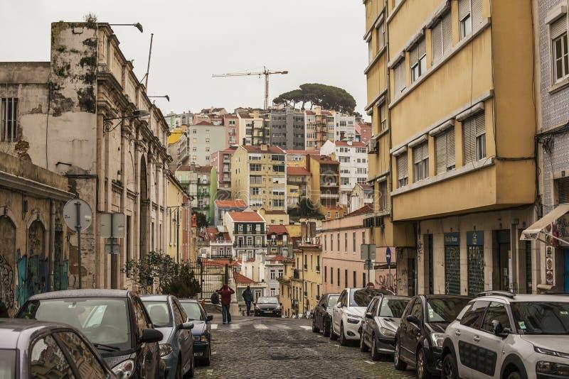 Архитектура в Лиссабоне, Португалии, Европе - традиционных зданиях на пасмурный день стоковая фотография rf