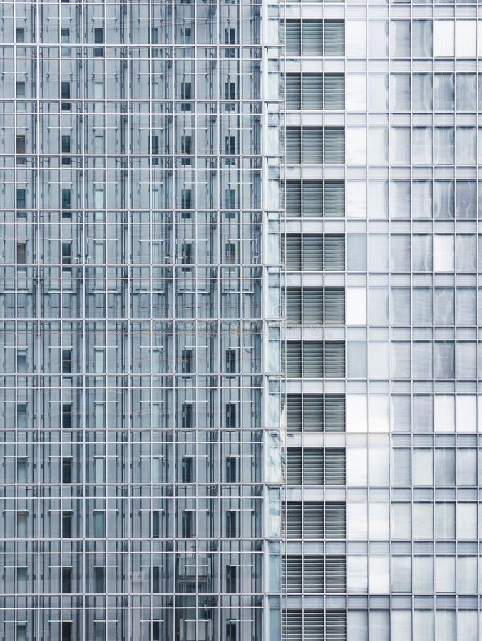 Архитектура детализирует экстерьер здания стеклянного фасада современный стоковые фото