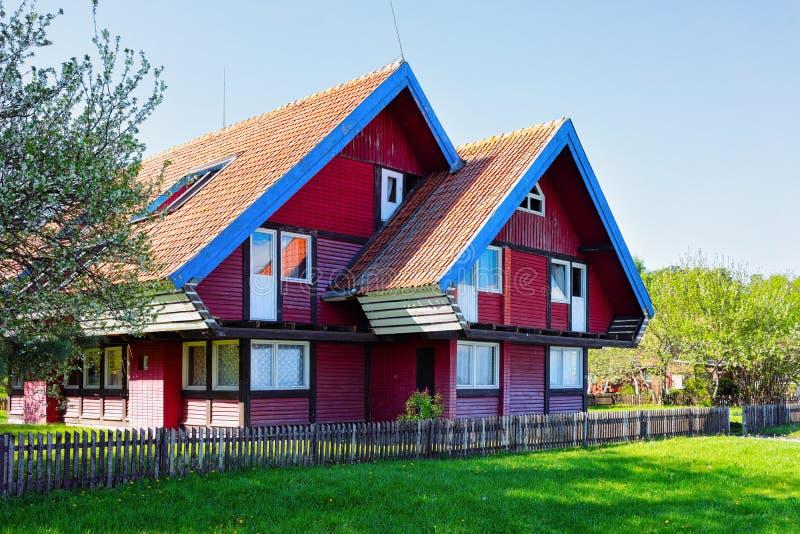 Архитектура дома в курортном городе Klaipeda Nida в Neringa в Балтийском море и Ð стоковое изображение rf