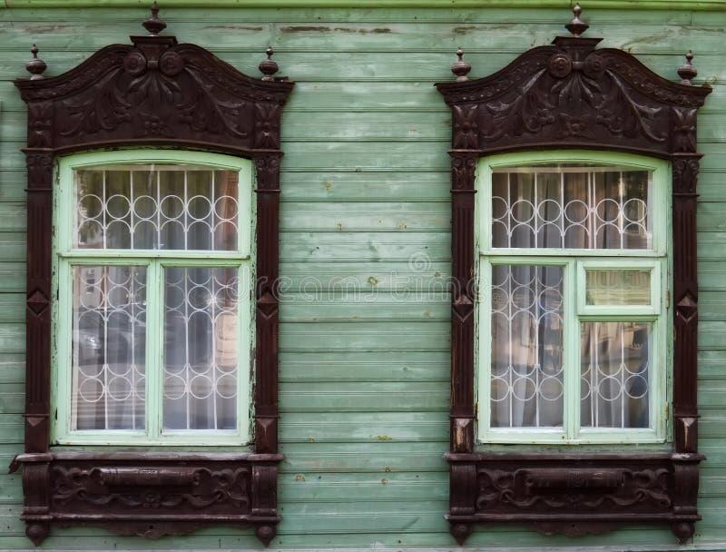 Архитектура наследия Деревянные platbands на имуществе 5 стоковое изображение rf