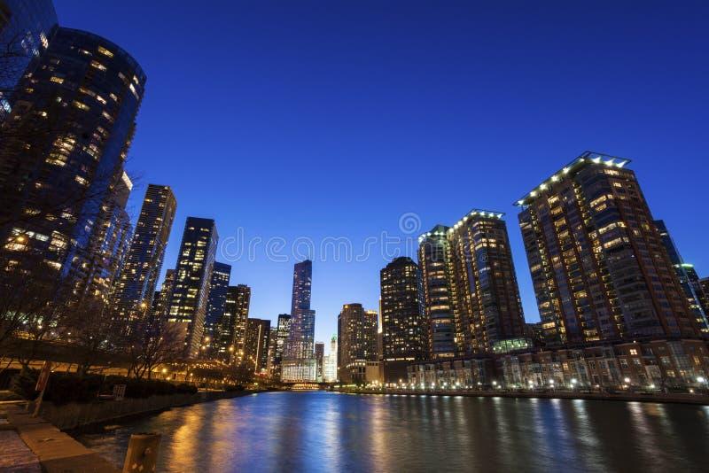 Архитектура Чикаго вдоль реки стоковое изображение rf