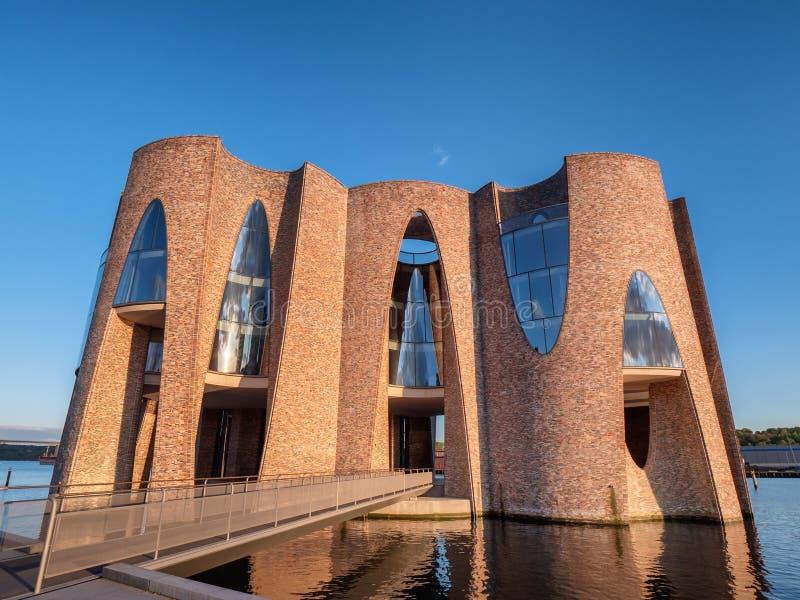 Архитектура Fjordenhus современная на фьорде Вайле, Дании стоковое фото