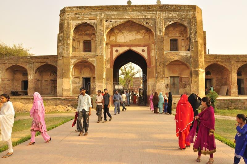 Download Архитектура Mughal, Лахор редакционное фото. изображение насчитывающей минарет - 33727136